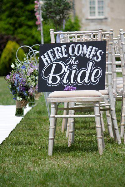 ¡Ya viene la novia!: Carteles para anunciar su llegada